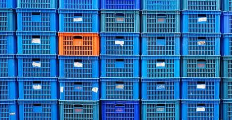 Blaue und orangene Boxen